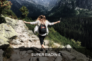 Super radine - Photo d'une femme avec un bagpack