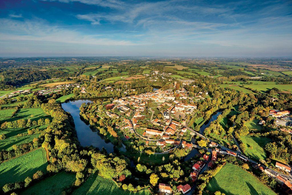 Visiter la Vendée - Le village de Vouvant